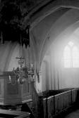 17.3-Innenansicht-nach-Osten-Altar-und-Kanzel