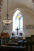 Innen zum Altar